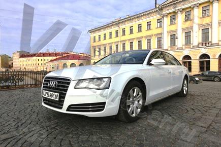 Арендовать Audi A8 с белым салоном